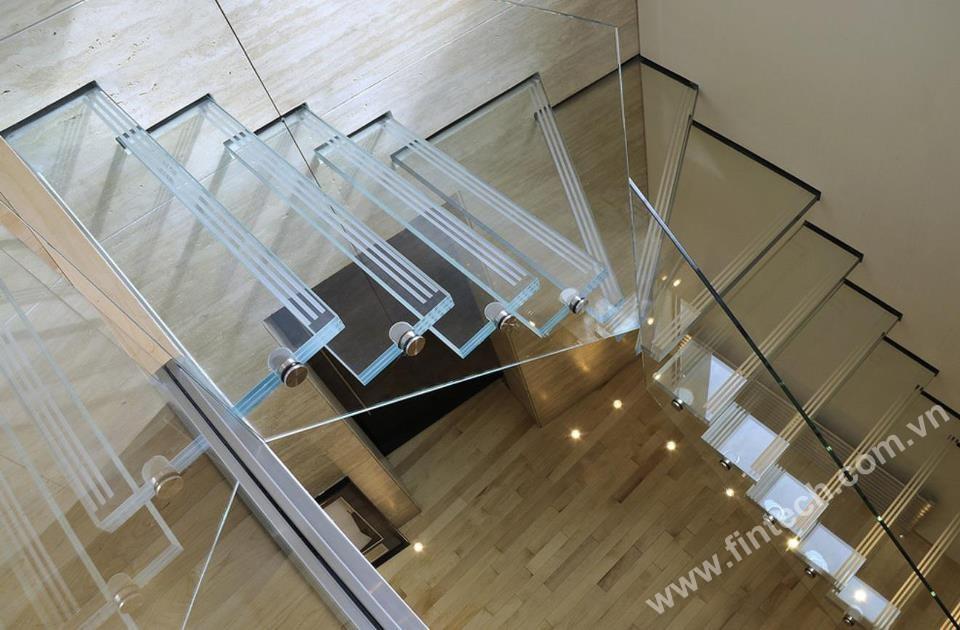 Cầu thang kính mẫu 2