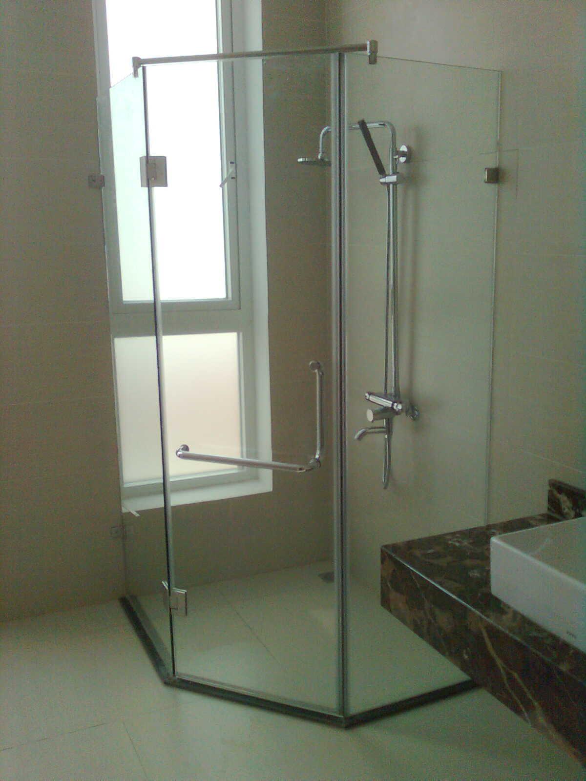 Những mẫu phòng tắm kính đẹp đơn giản mà độc đáo nhất hiện nay3