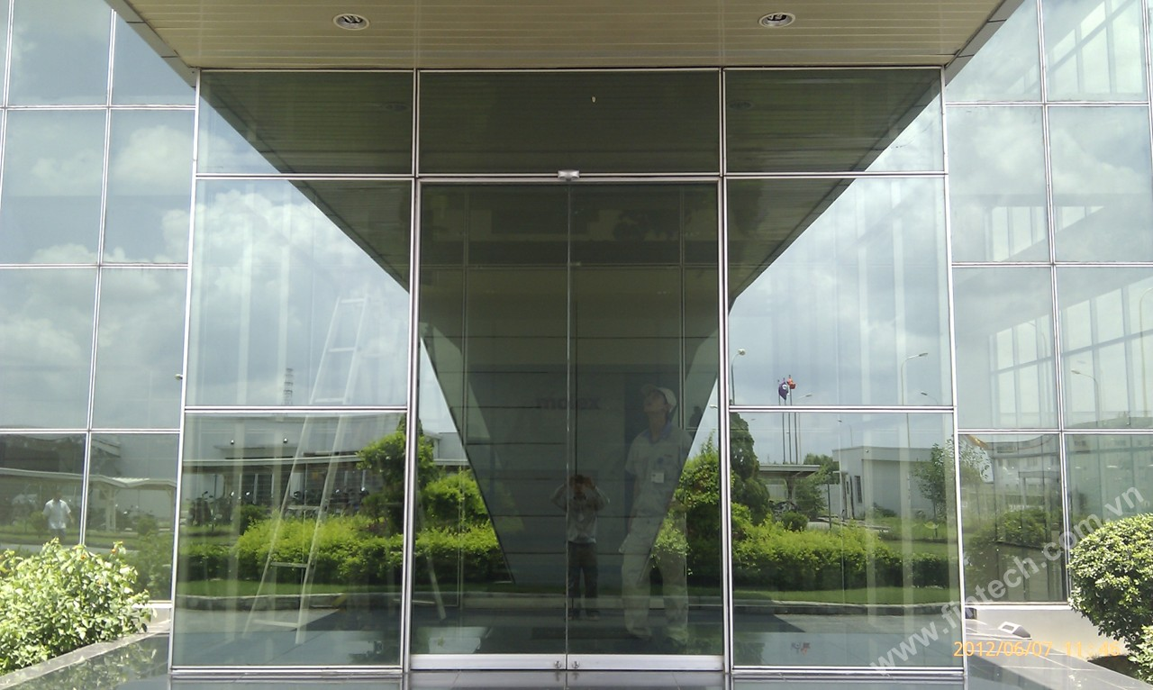Cửa kính tự động được cấu tạo như thế nào?2