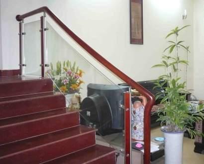 Lắp đặt cầu thang kính an toàn và hiệu quả tại Fintech1