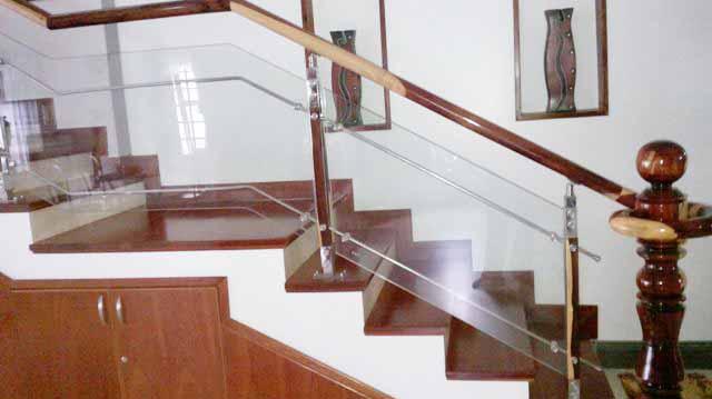 Lắp đặt cầu thang kính an toàn và hiệu quả tại Fintech2