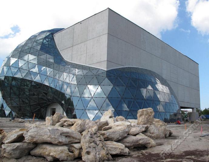 Ứng dụng nhôm kính vào kiến trúc hiện đại cùng Fintech 10