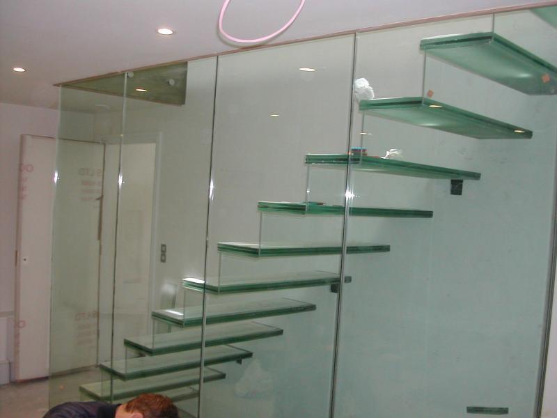 Báo giá cầu thang kính cường lực tại công ty cp đầu tư xây dựng Fintech2