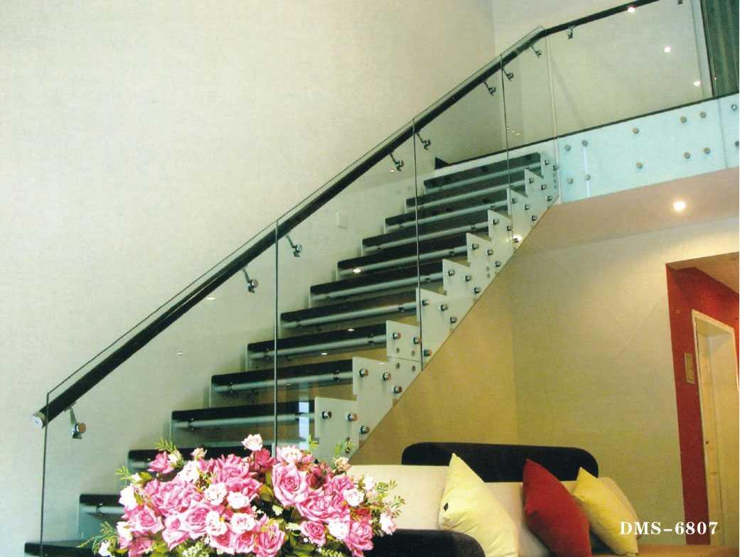 Báo giá cầu thang kính tại công ty cổ phần xây dựng Fintech3
