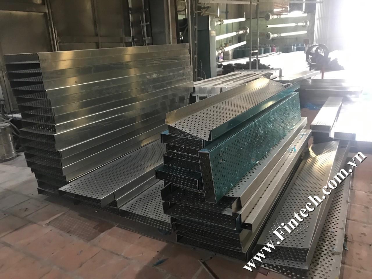 Xưởng sản xuất lam chắn nắng đục lỗ