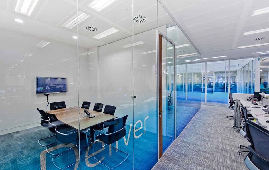 Những lợi ích đáng kinh ngạc khi sử dụng vách kính văn phòng1