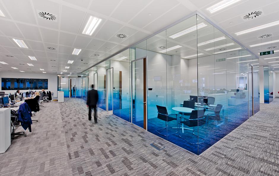 Những lợi ích đáng kinh ngạc khi sử dụng vách kính văn phòng2