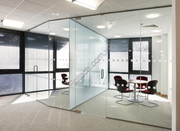 vách kính cường lực văn phòng 10mm
