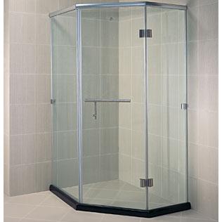 Nên chọn phòng tắm kính nhập khẩu nguyên chiếc hay lắp ghép?